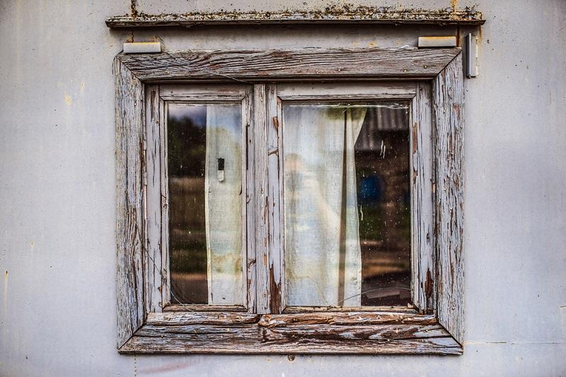 Вот как можно избавиться от конденсата на пластиковых окнах: подробности в видео!