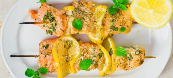Красная рыба в духовке — вкусные рецепты из семги в фольге, кеты, целой форели и лосося в сливочном соусе