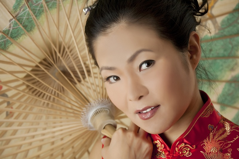 На вид всегда 25! Почему китаянки выглядят так молодо: во-первых, не едят хлеб и пшеницу. Не тонны грима делают привлекательной.